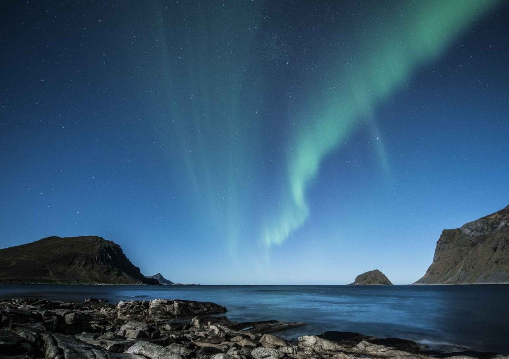 playa-noche-azul-invierno noruega